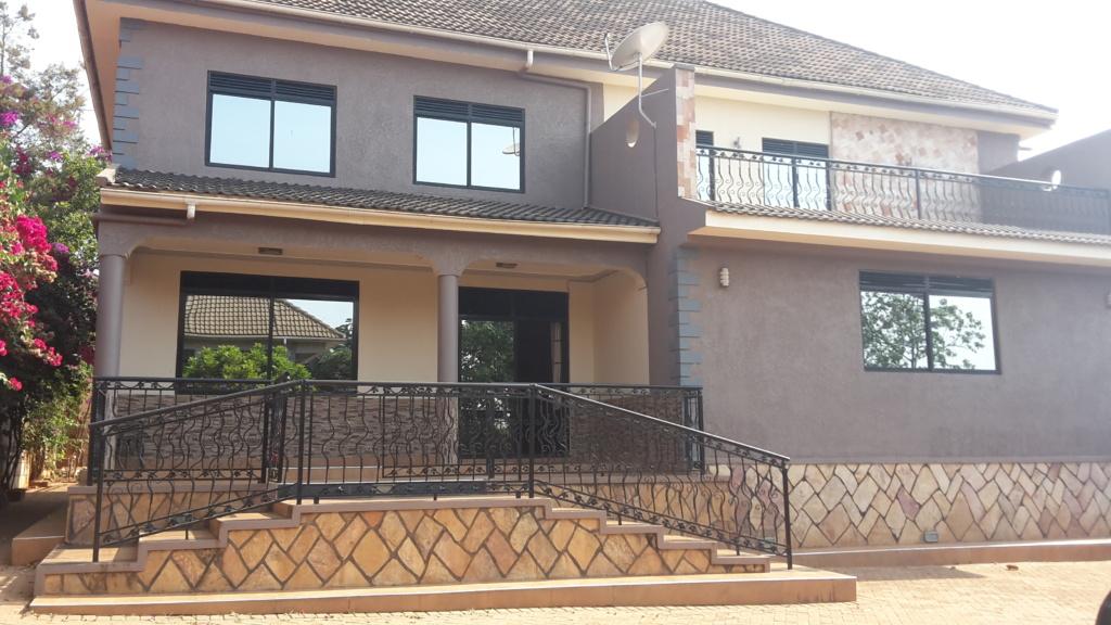 4 Bedroom House, Bunga